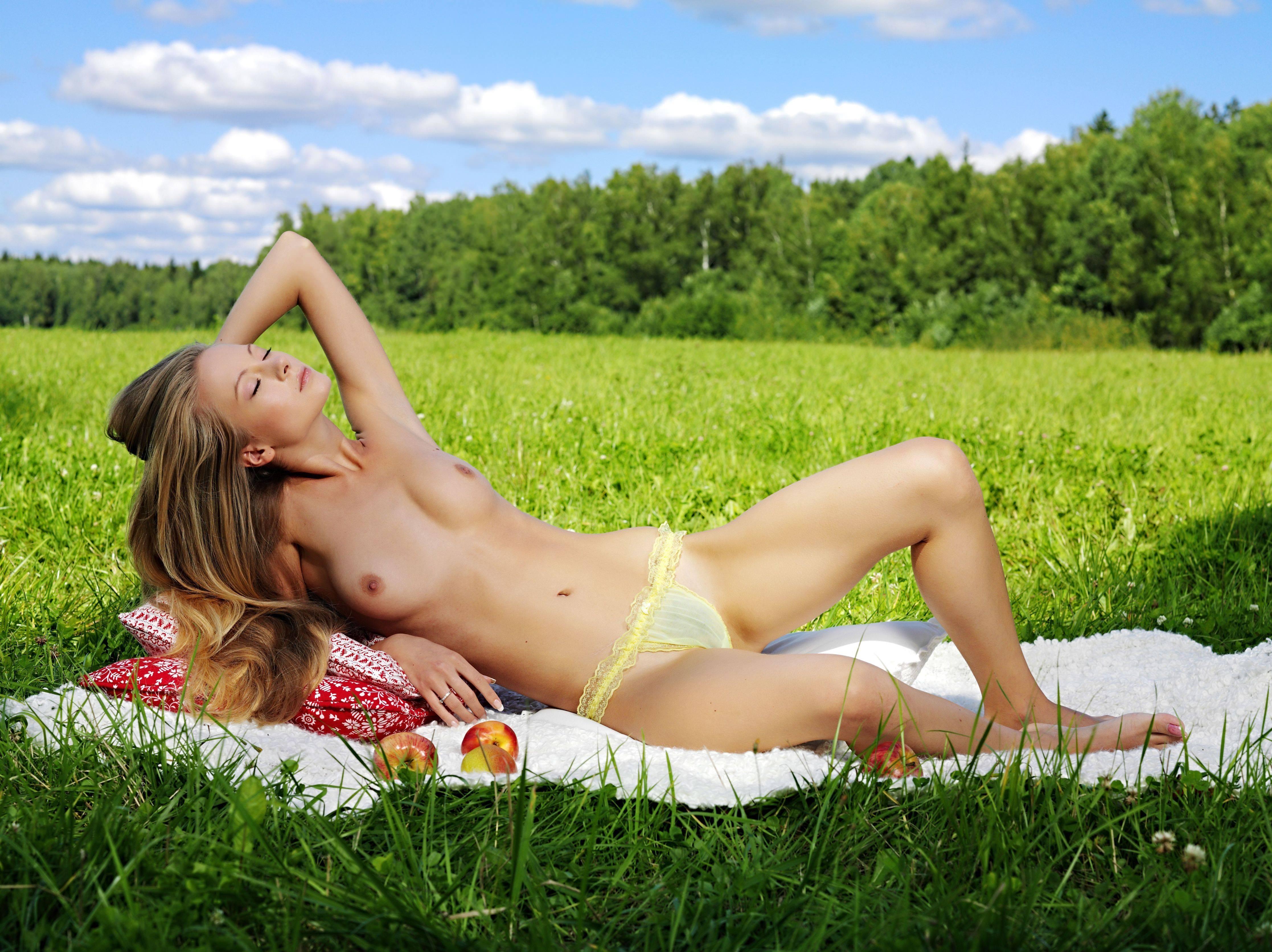 Голые Девушки Лета
