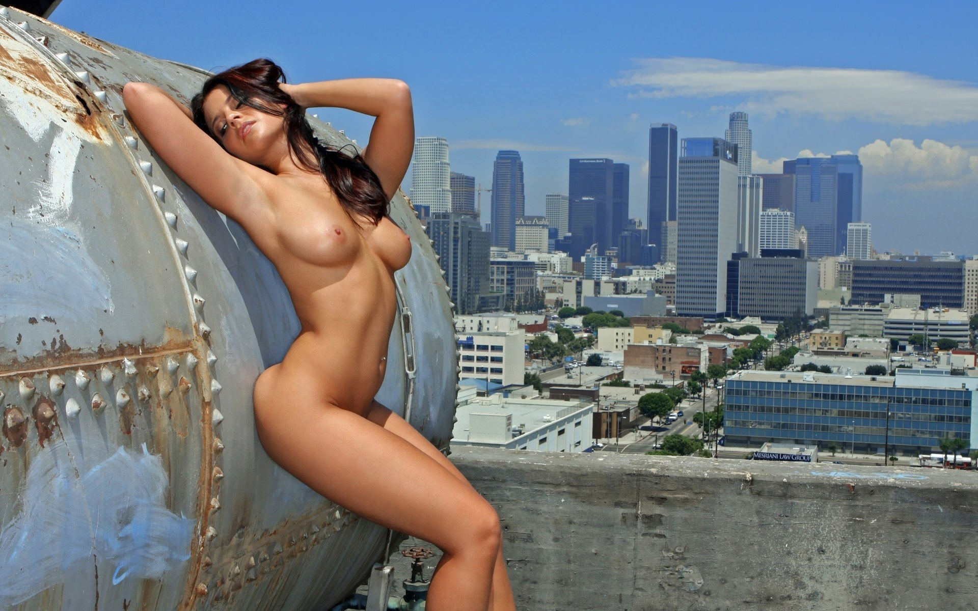 Смотреть порно на крыше 24 фотография