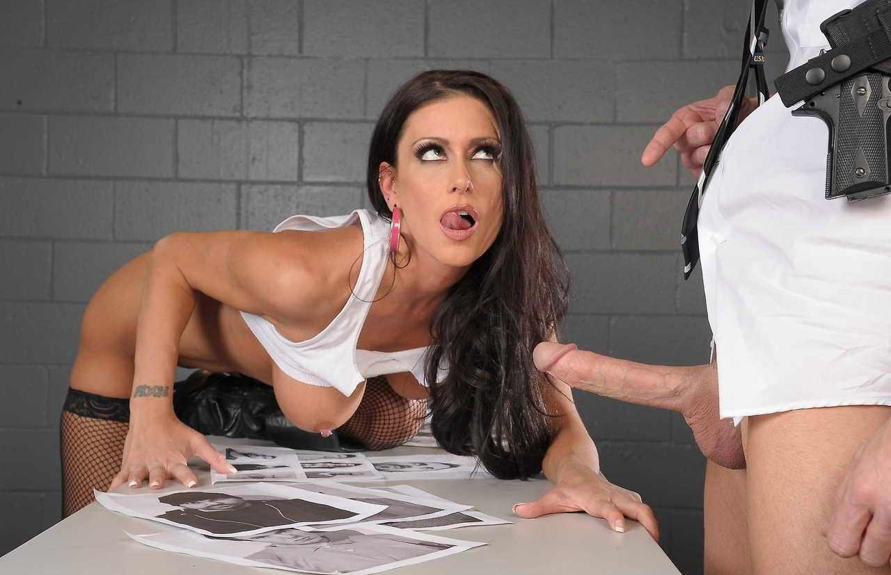 Роскошный секс в полицейском участке 12 фотография