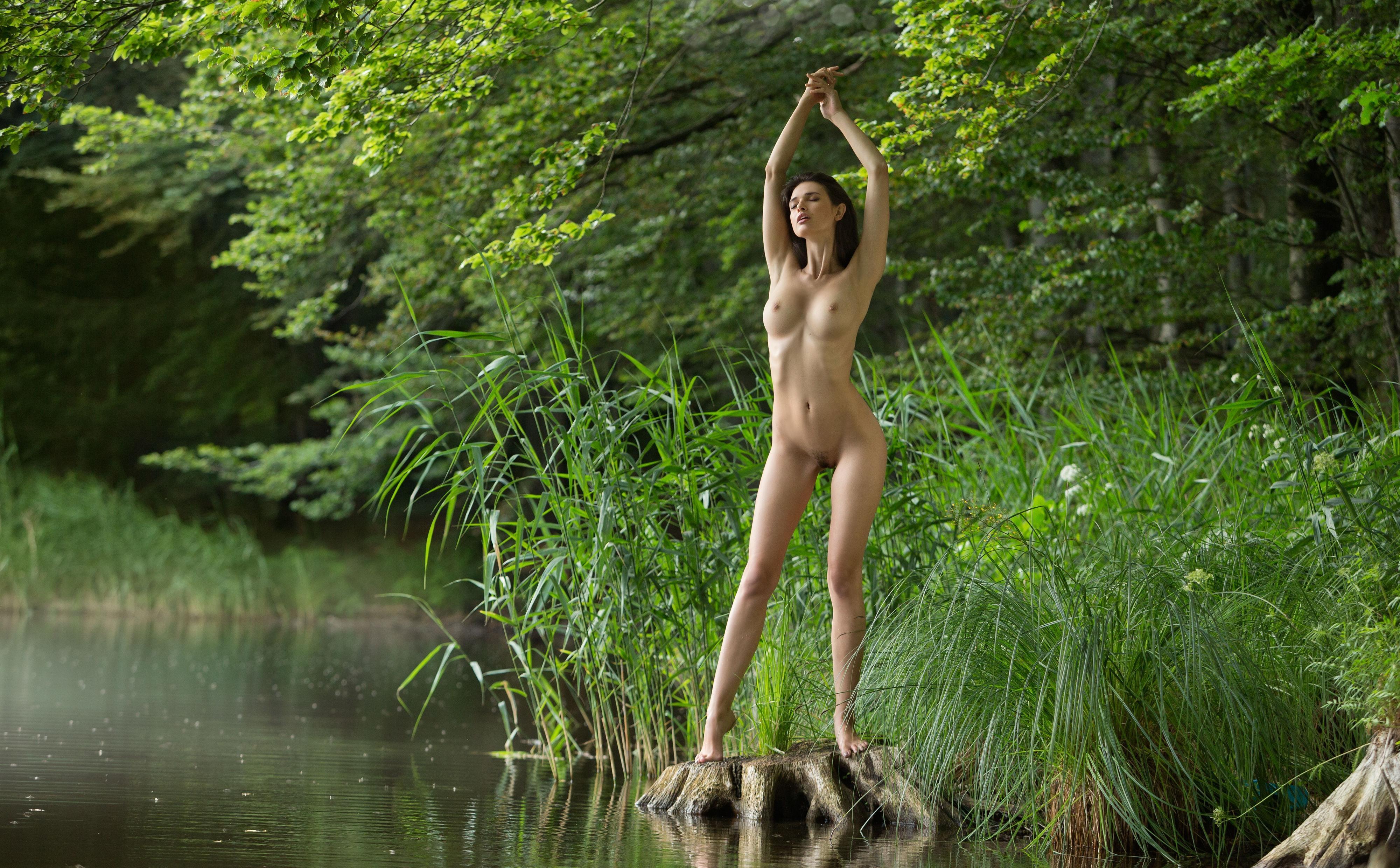 Обнаженные Девушки На Речке Фото