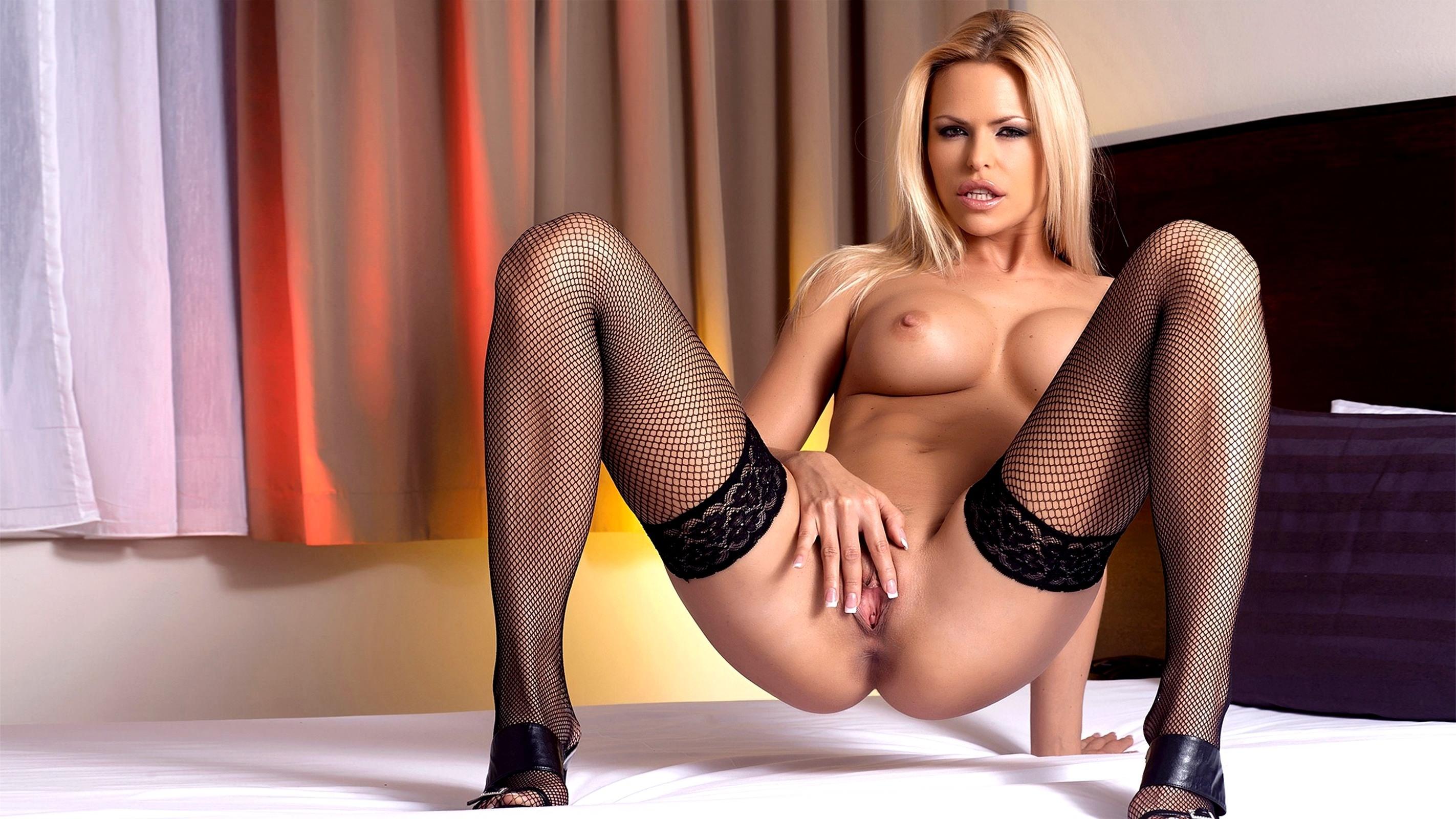 Обнаженные Блондинки В Чулках Порно Модели Скачать