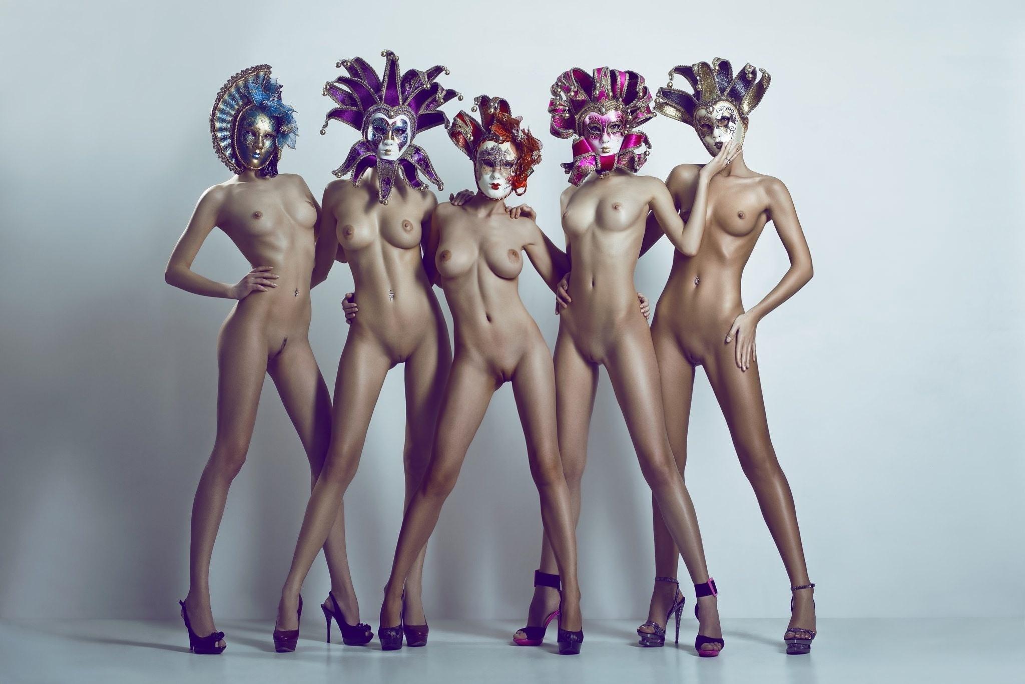 Обнаженные Девушки Женщины Эротический Показ