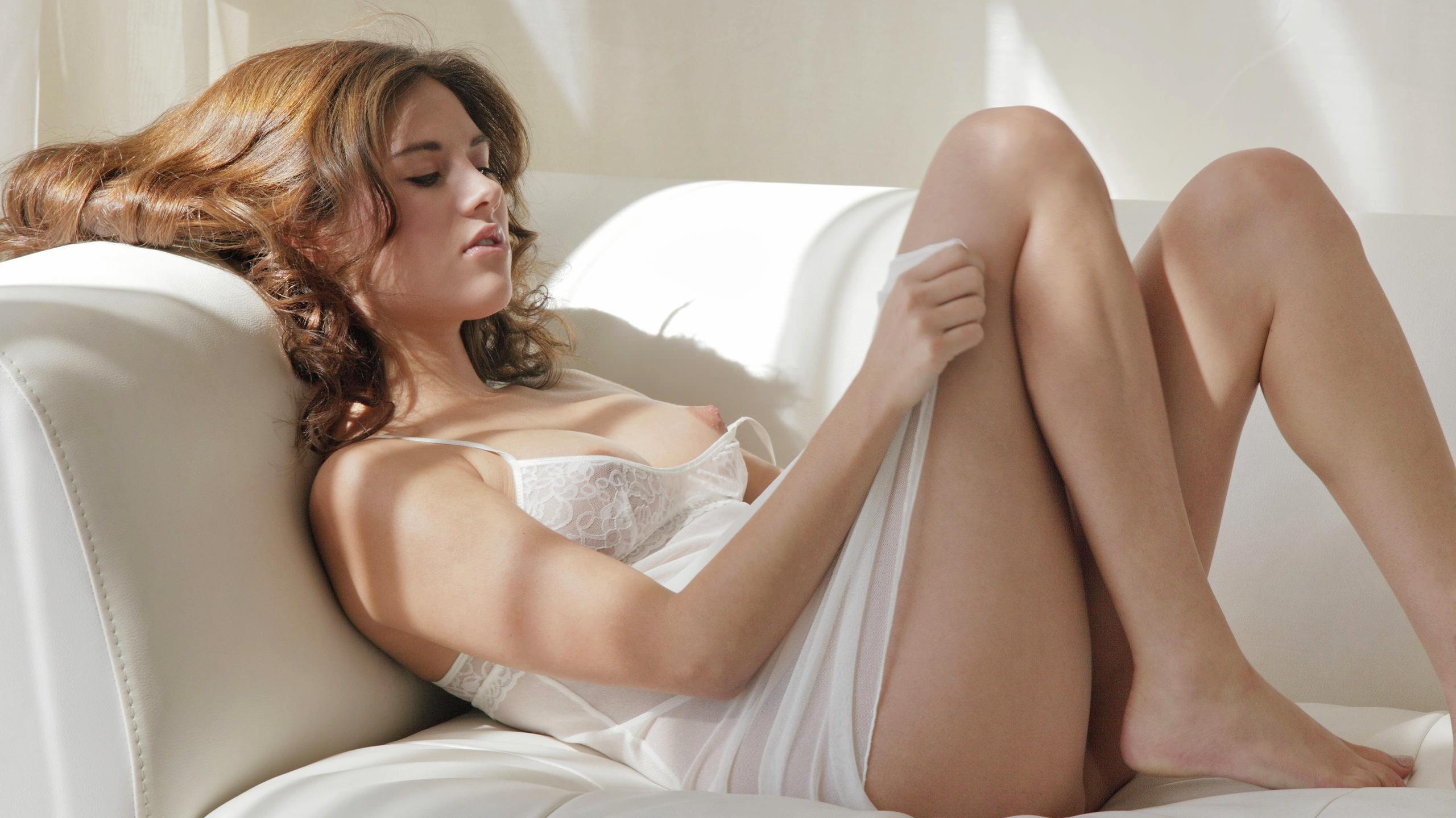 Смотреть фото голых девушек в ночнушках 7 фотография