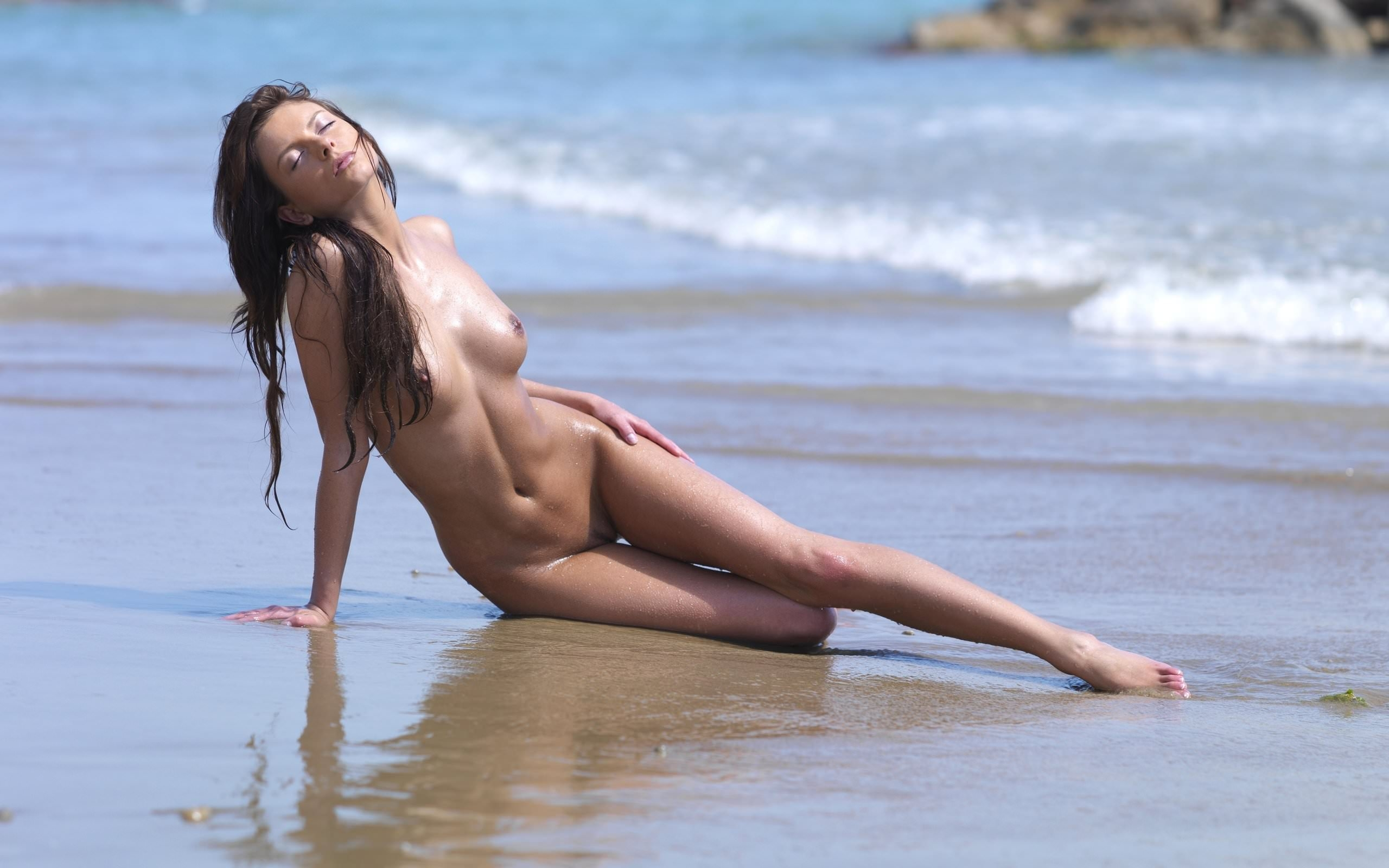 Обнаженные Тела На Пляже