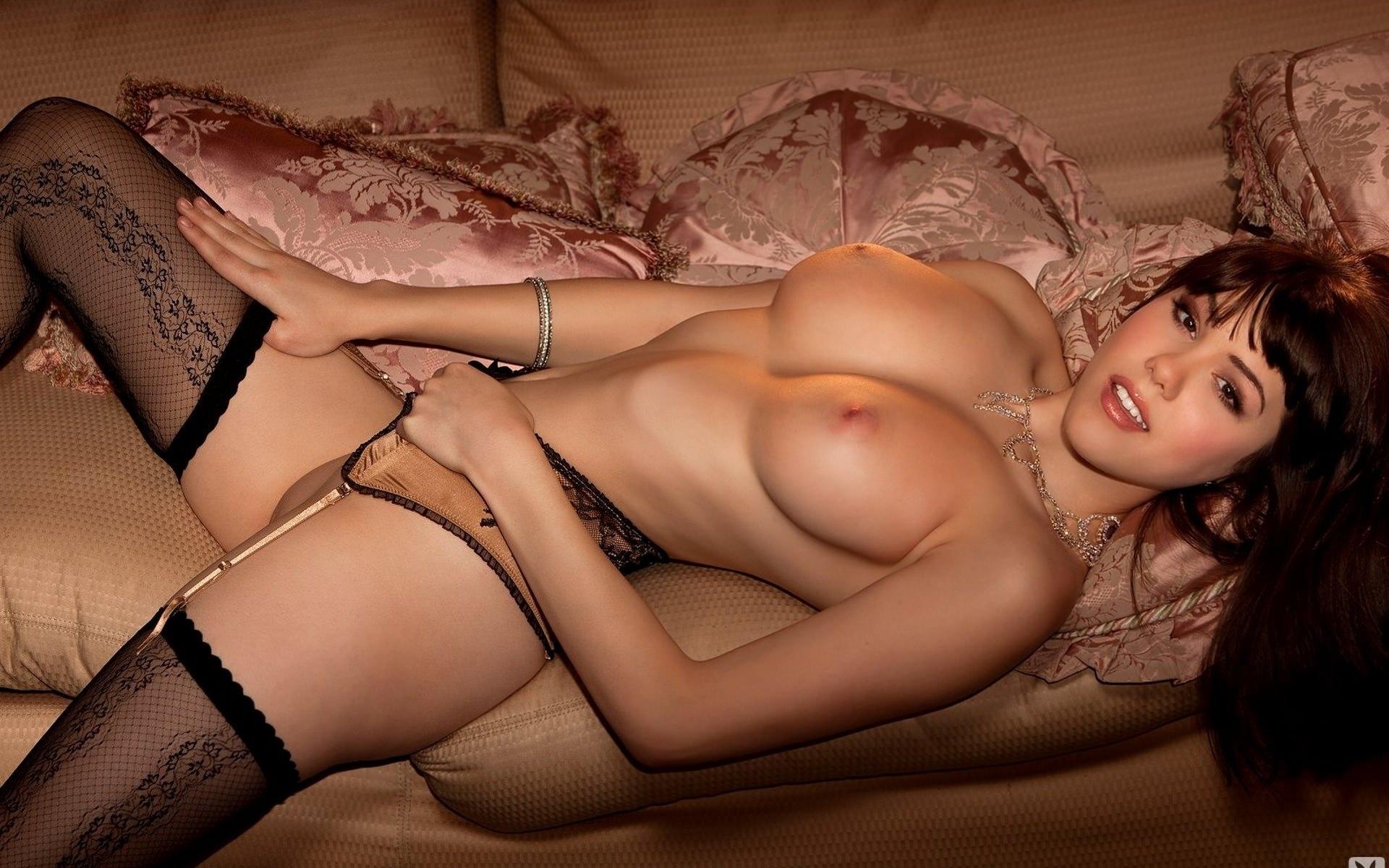 фото красивых девушек эротика голенькая с подушками