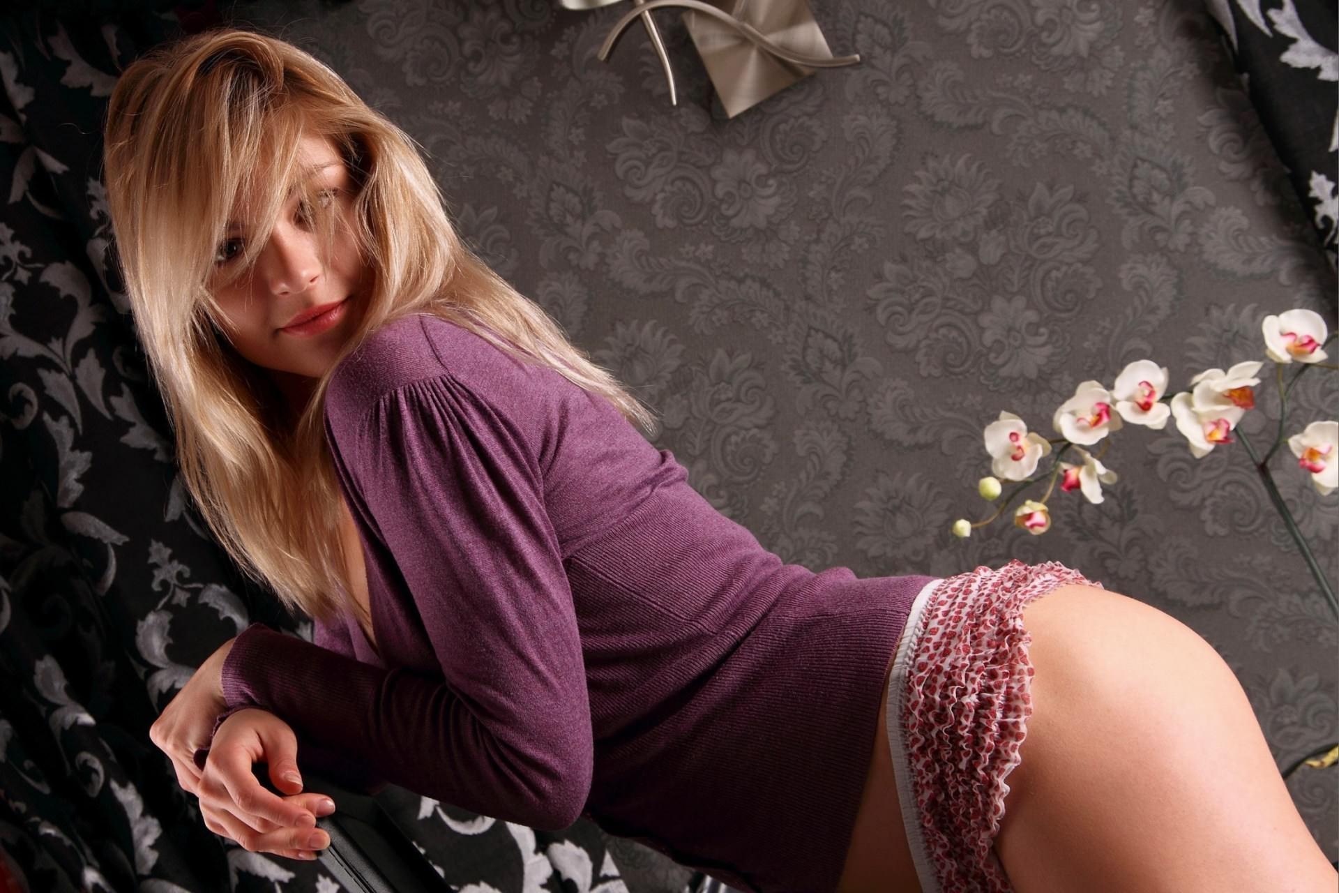 Дама в сиреневой кофточке поиграла в кресле порно фото бесплатно