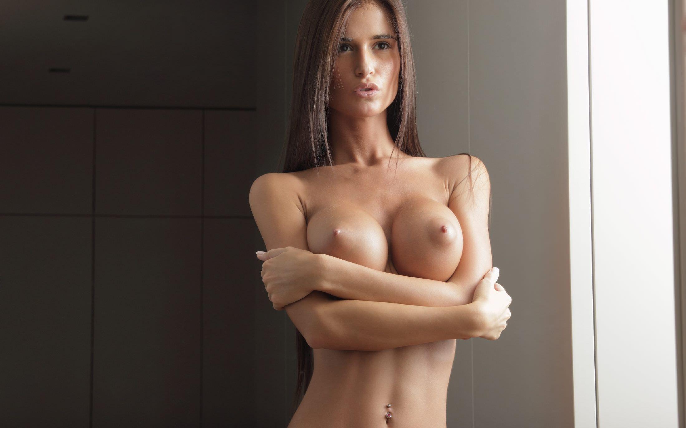 упругие соски голых девушек