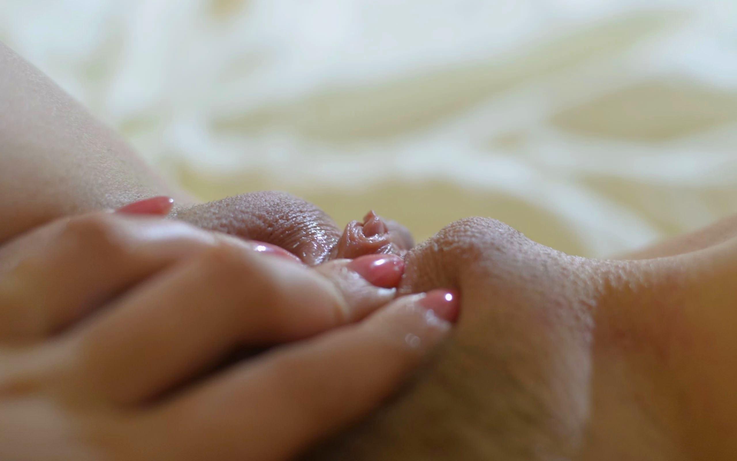 Фото парней ласкающих между ног девушке 27 фотография
