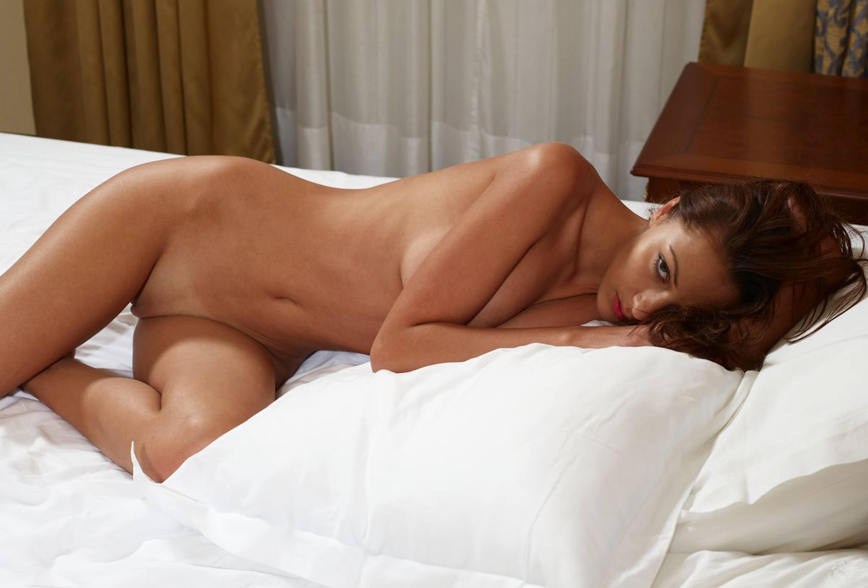 Фото интим на кровати 5 фотография
