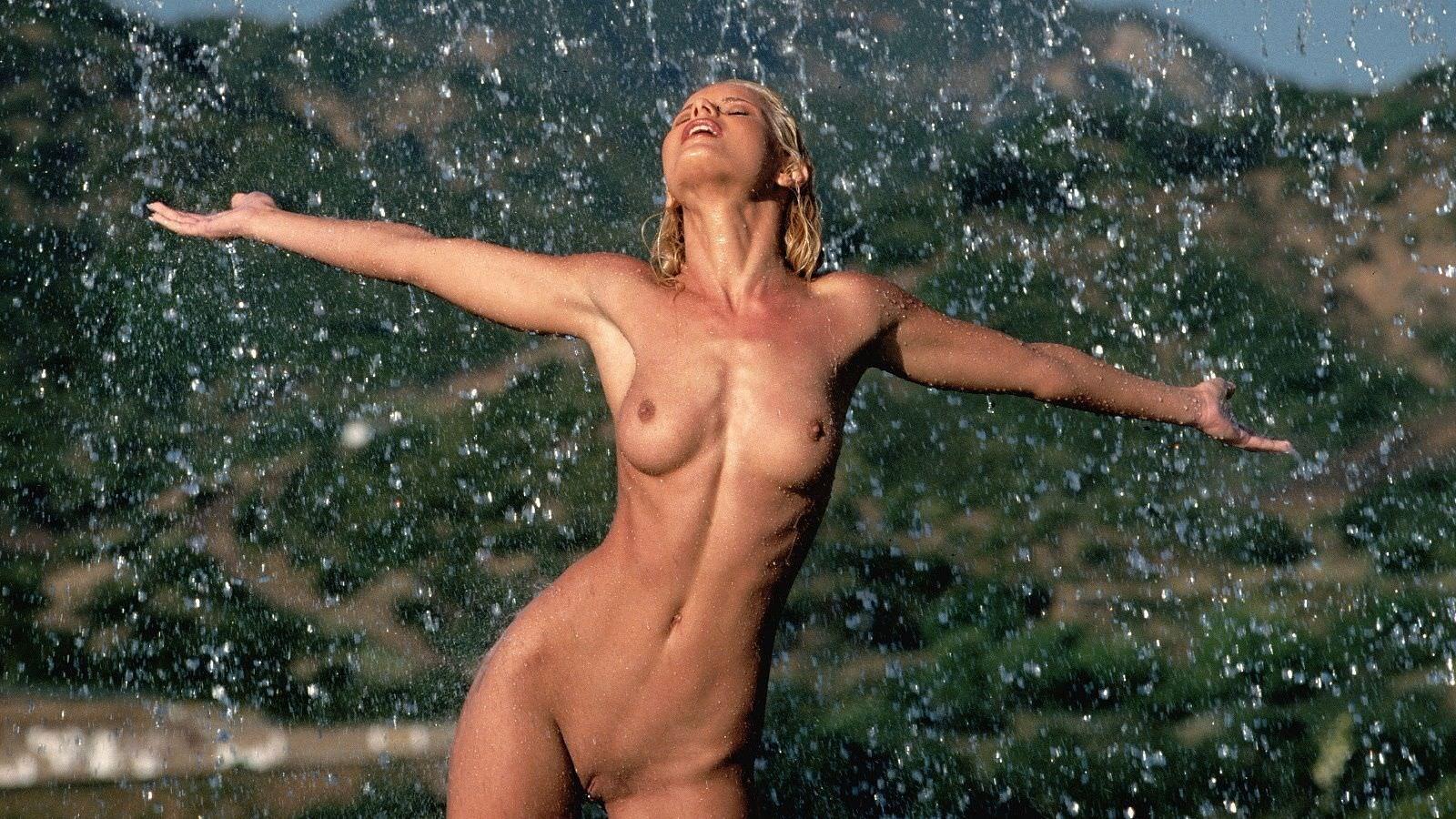 Эротические обои мокрые голые девушки