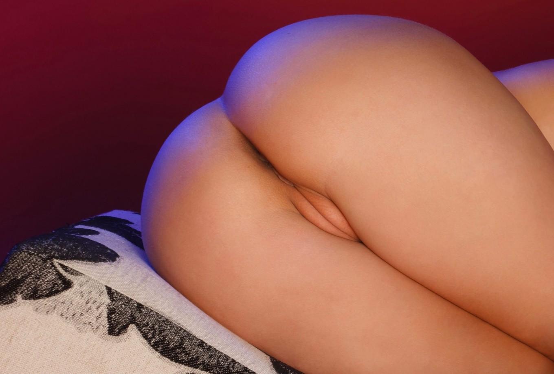 Фото голой сладкой попки 1 фотография