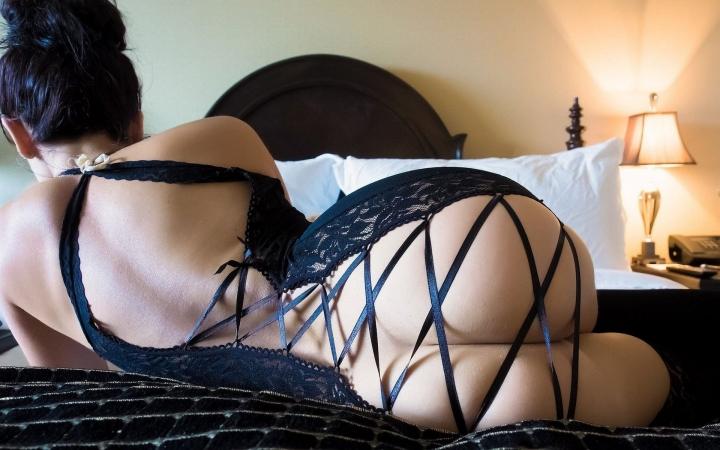 eroticheskoe-bele-i-maskaradnie-kostyumi
