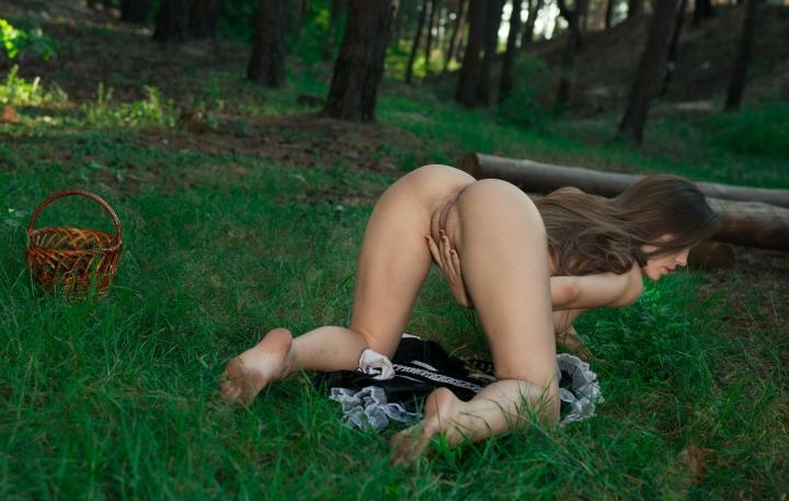 эротика девушка раздевается фото