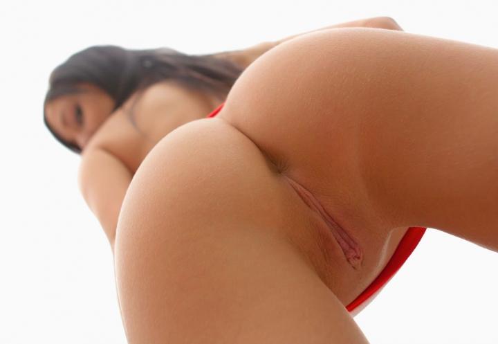 Под юбкой  Красивые голые девушки эротические фото