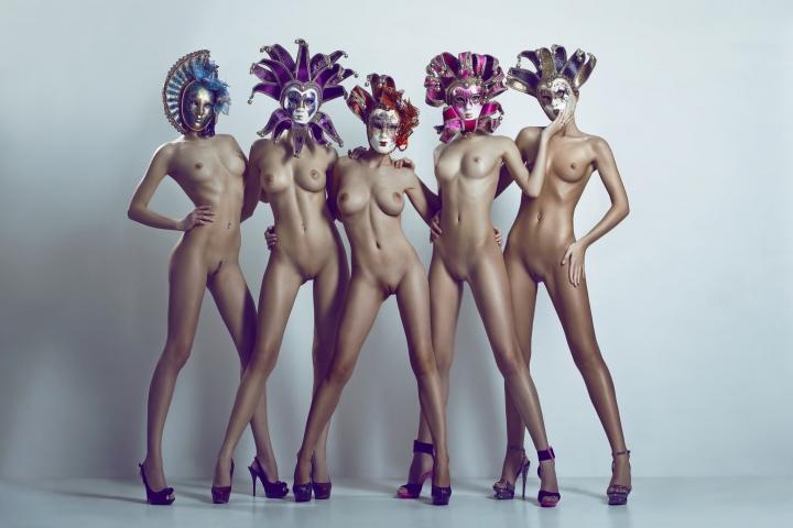 Маскарадные маски фото голая грудь