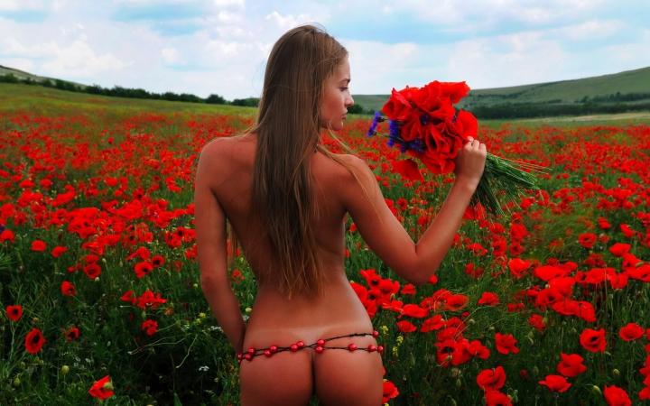 бесплатно фото голых женщин с корзинками ягод