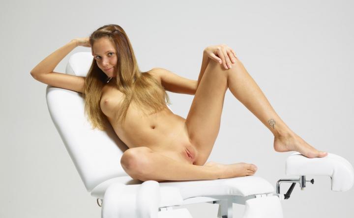 голі дівчата на огляді гінекологом порно відео
