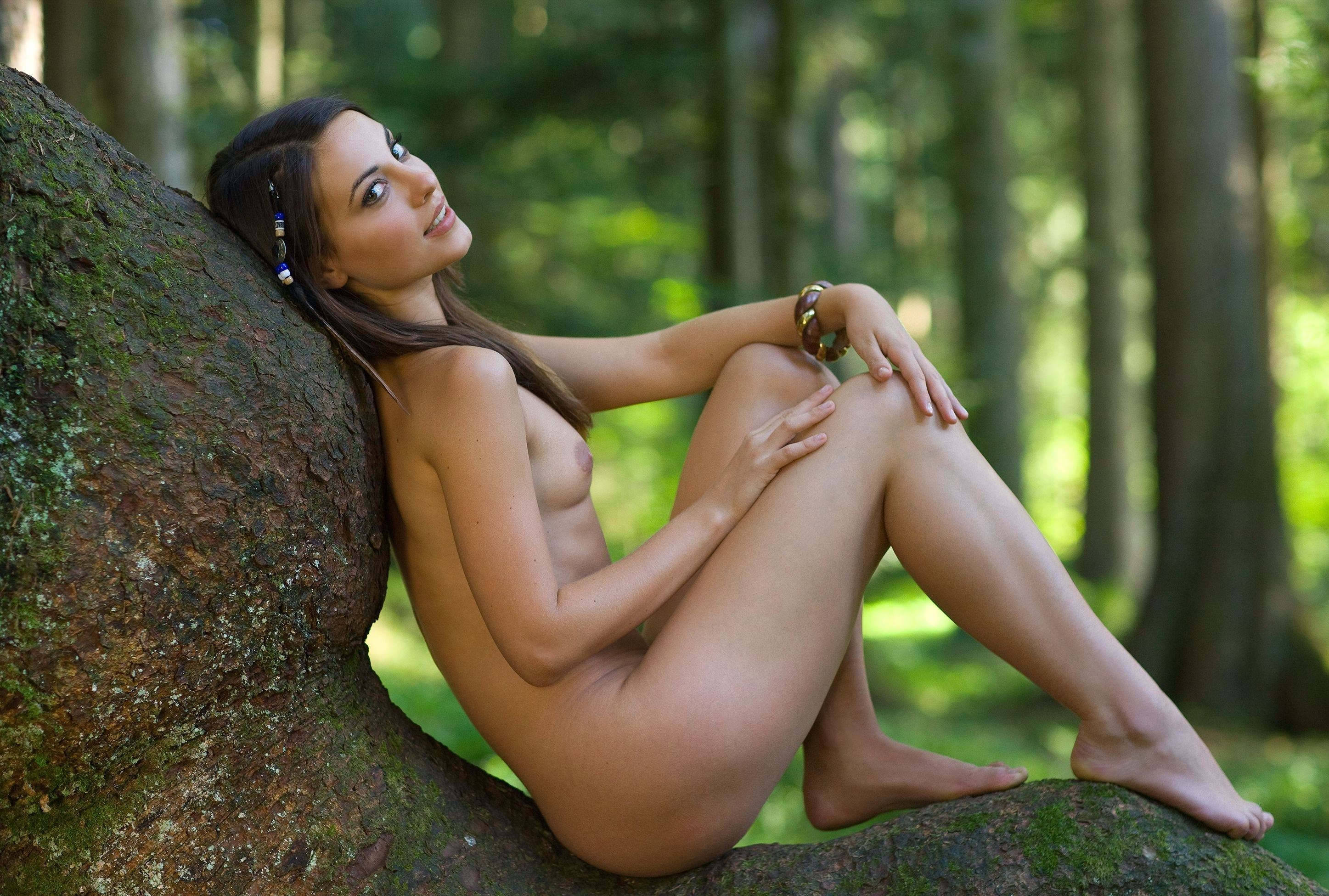 Beautiful model with big tits gloria sol posing naked outdoors
