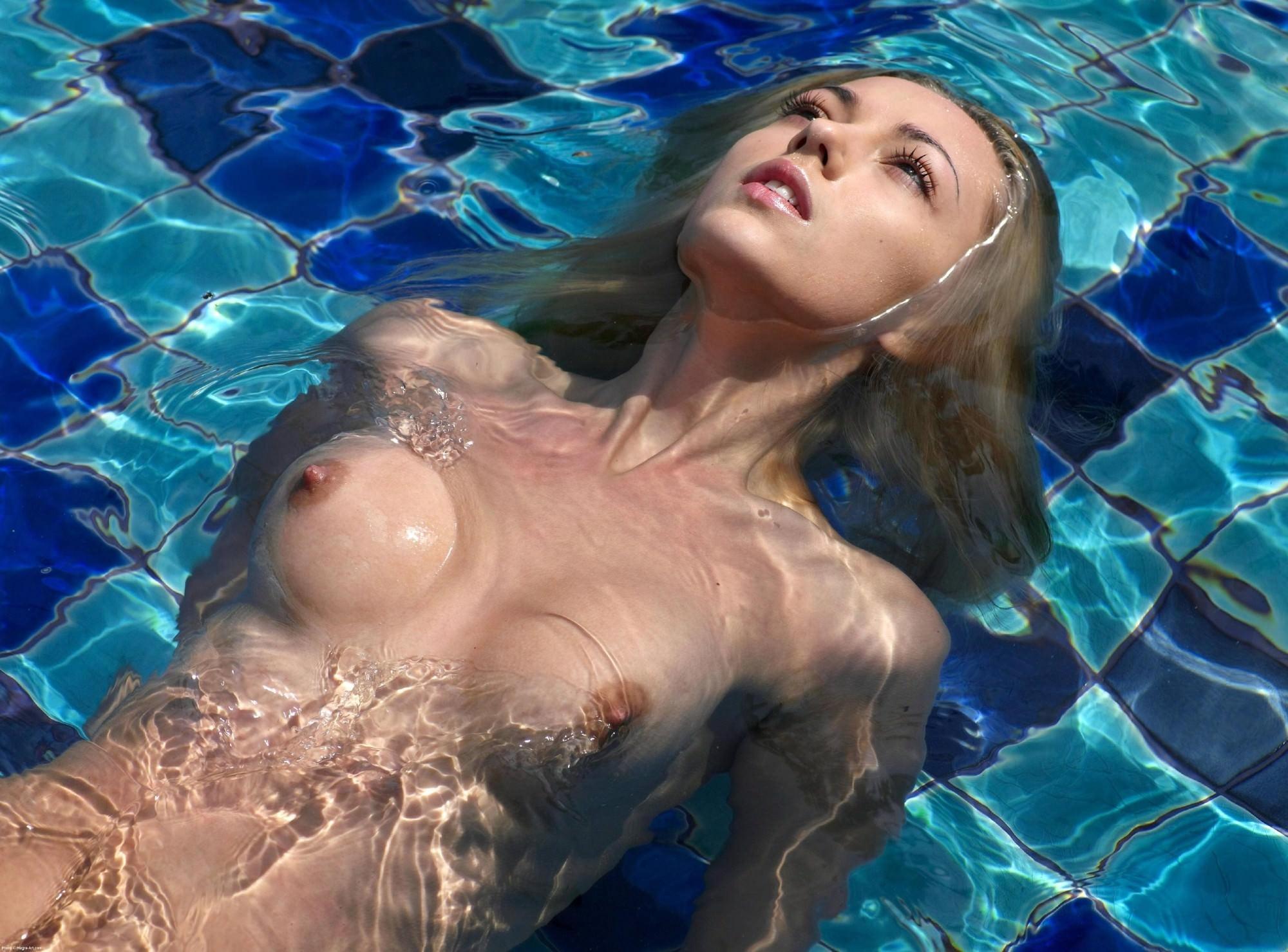 Naked bianca lishansky in oil on water ancensored