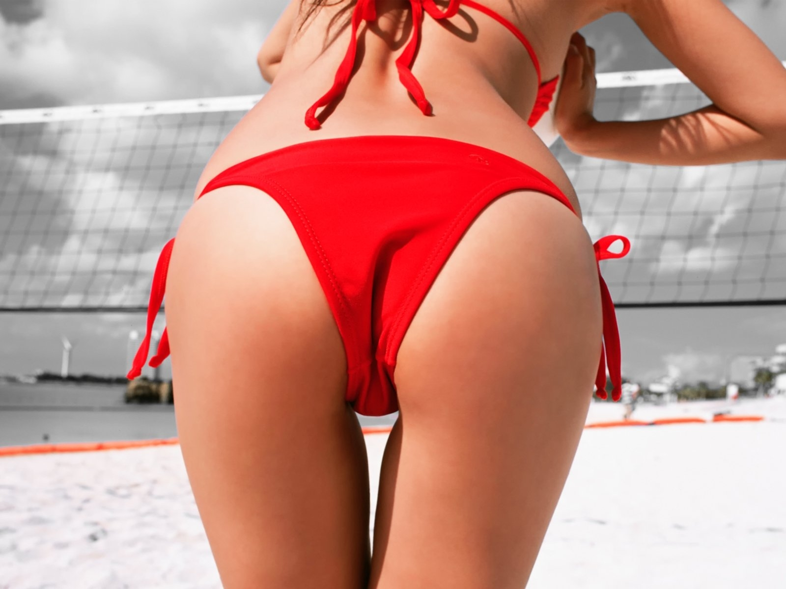 Фото Girl in red bikini, nice ass, red panties, san, net, volleyball, summer, erotic, скачать картинку бесплатно