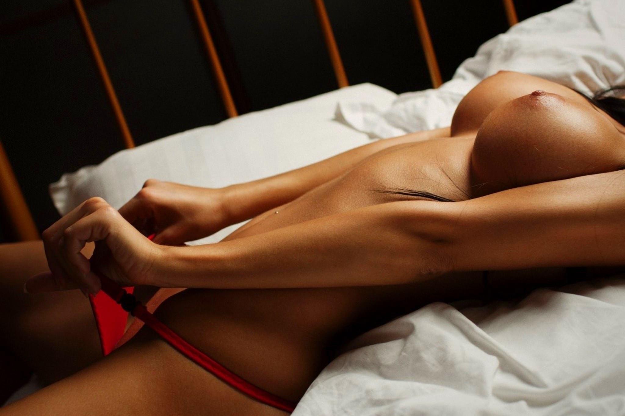 Barefoot Erotic Blonde