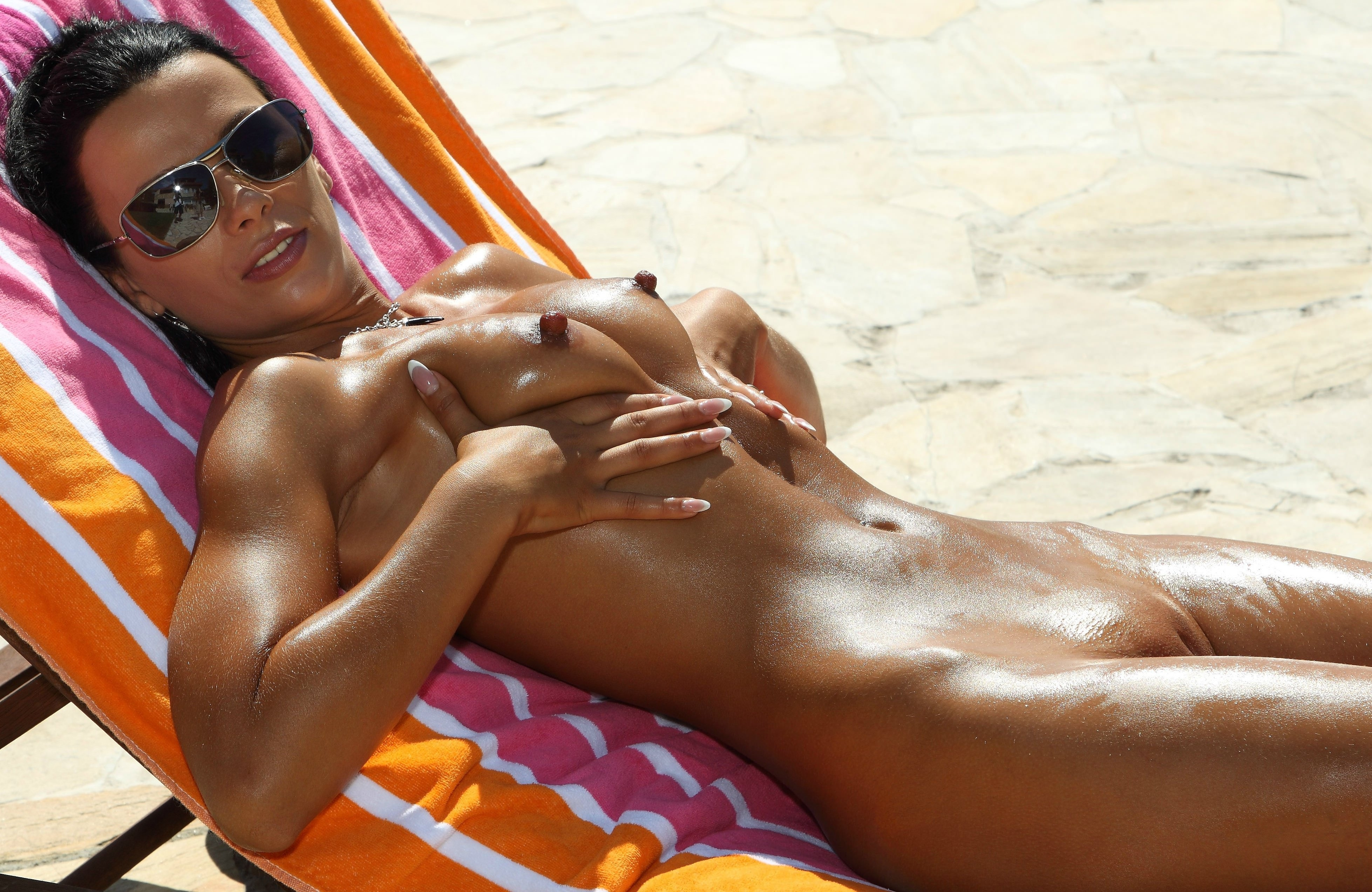 Girls naked in the sun