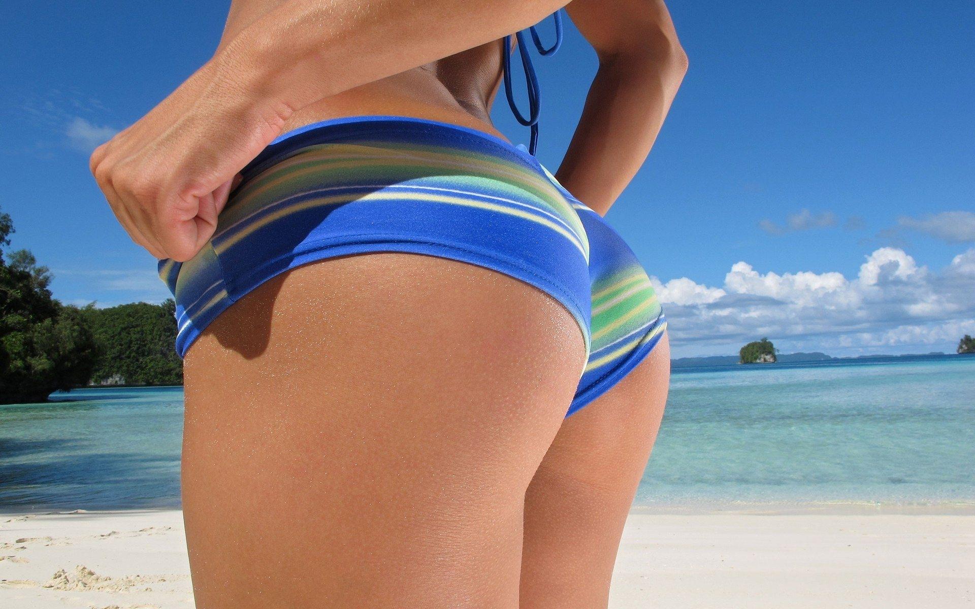 Brielle Biermann Flaunts Bikini Butt, Gets Dragged By Body