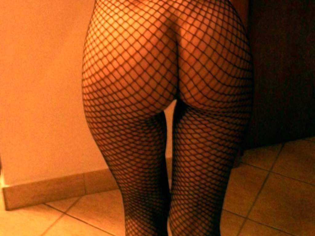 Фото Девушка в сетчатом боди, сексуальная попка в сетке, красивые ножки, отличная фигура, скачать картинку бесплатно