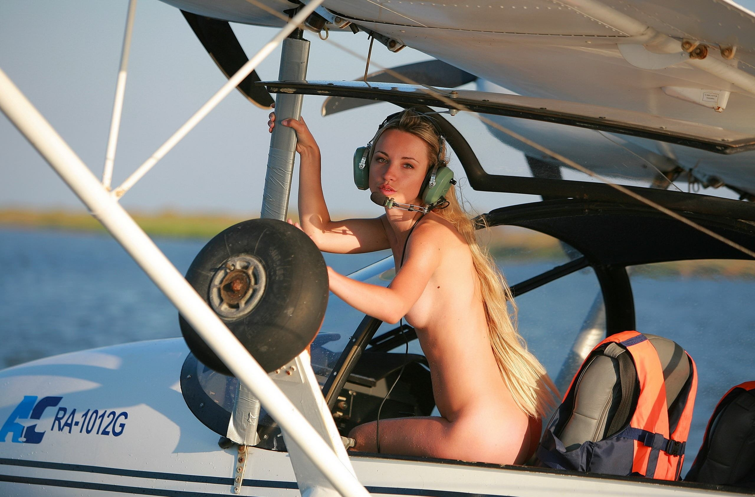 Nude in aircraft