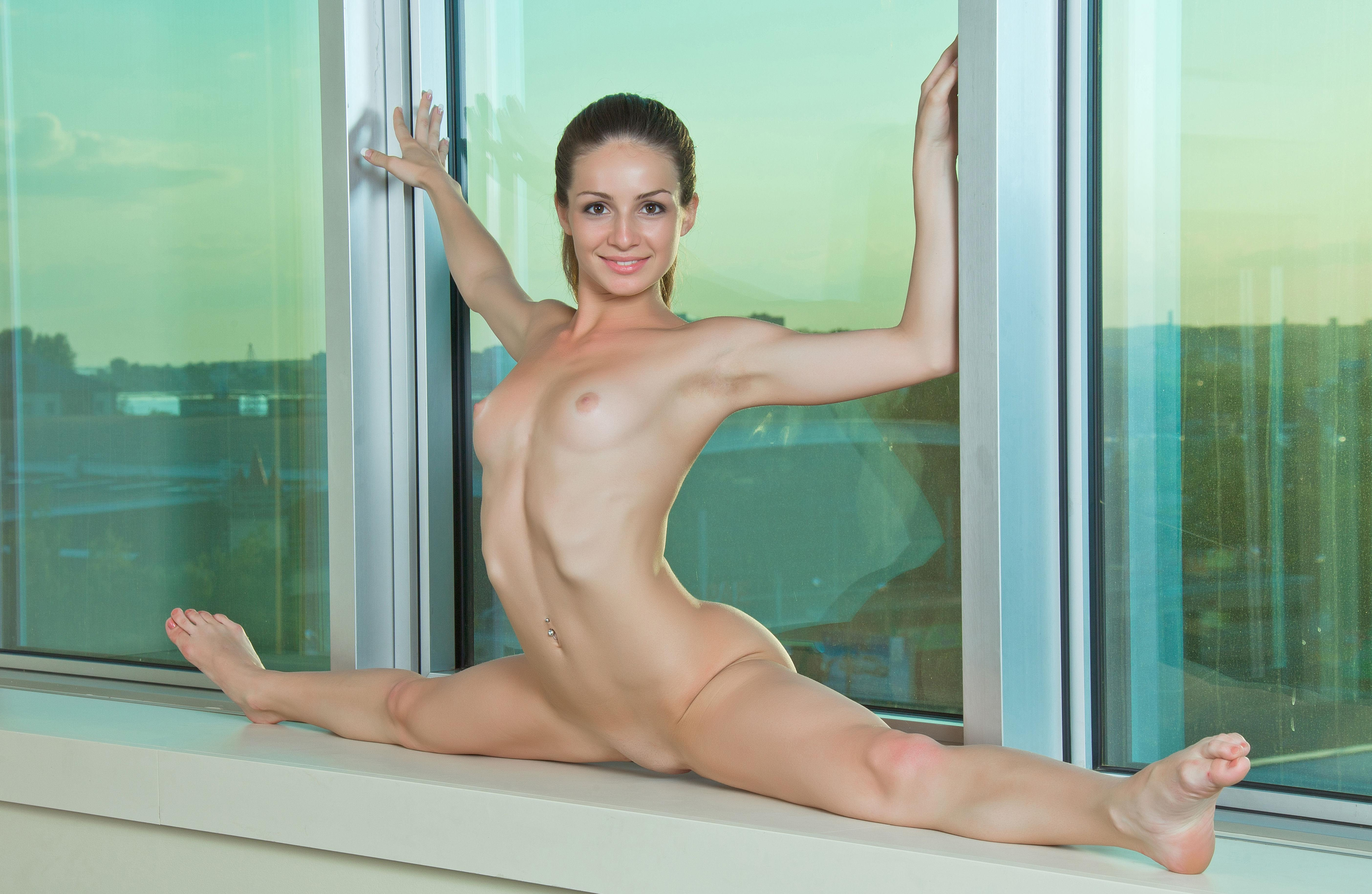 Flexible girl susana shows trimmed pussy and small boobs