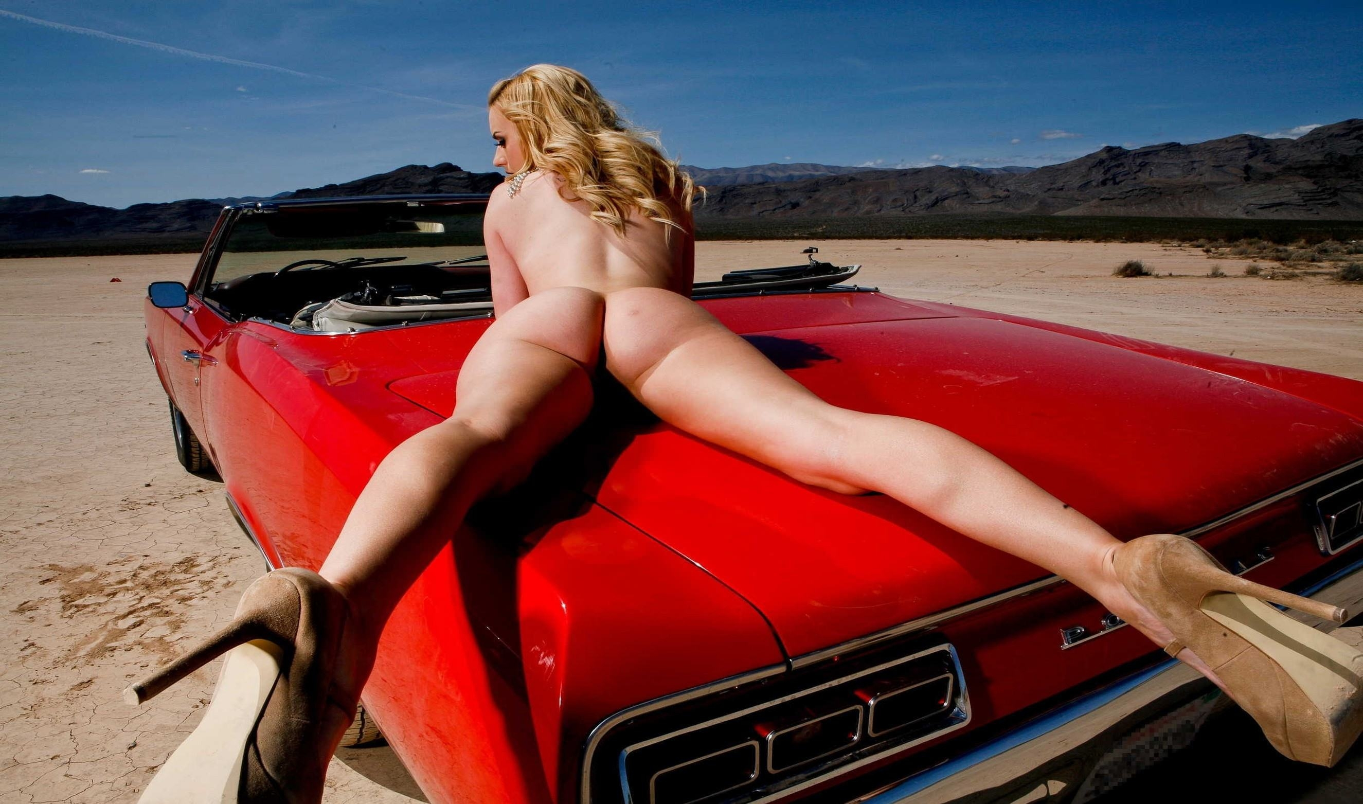 Sexy Naked Girls Muscle Cars