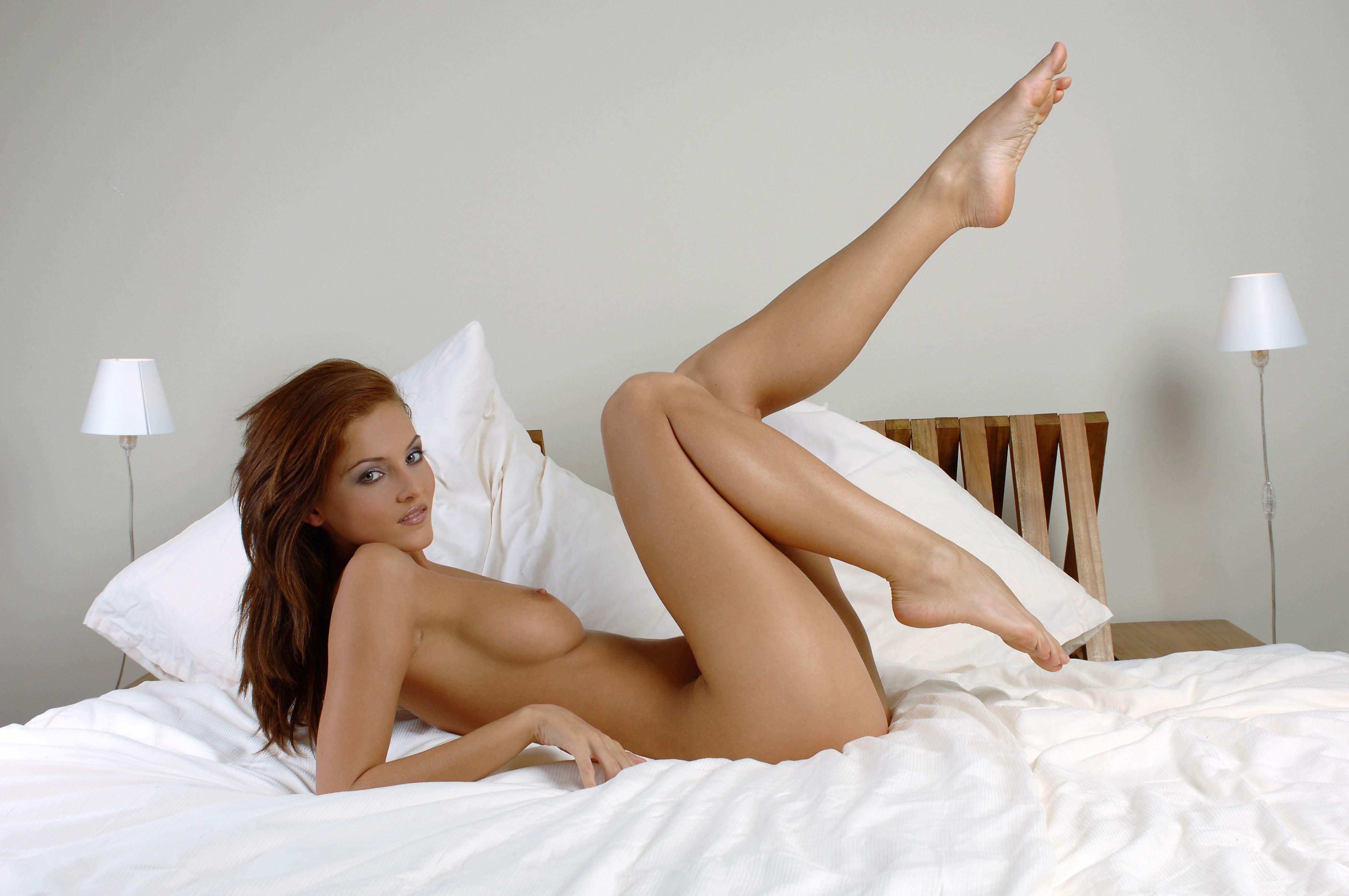 Nude asian girl spreading legs