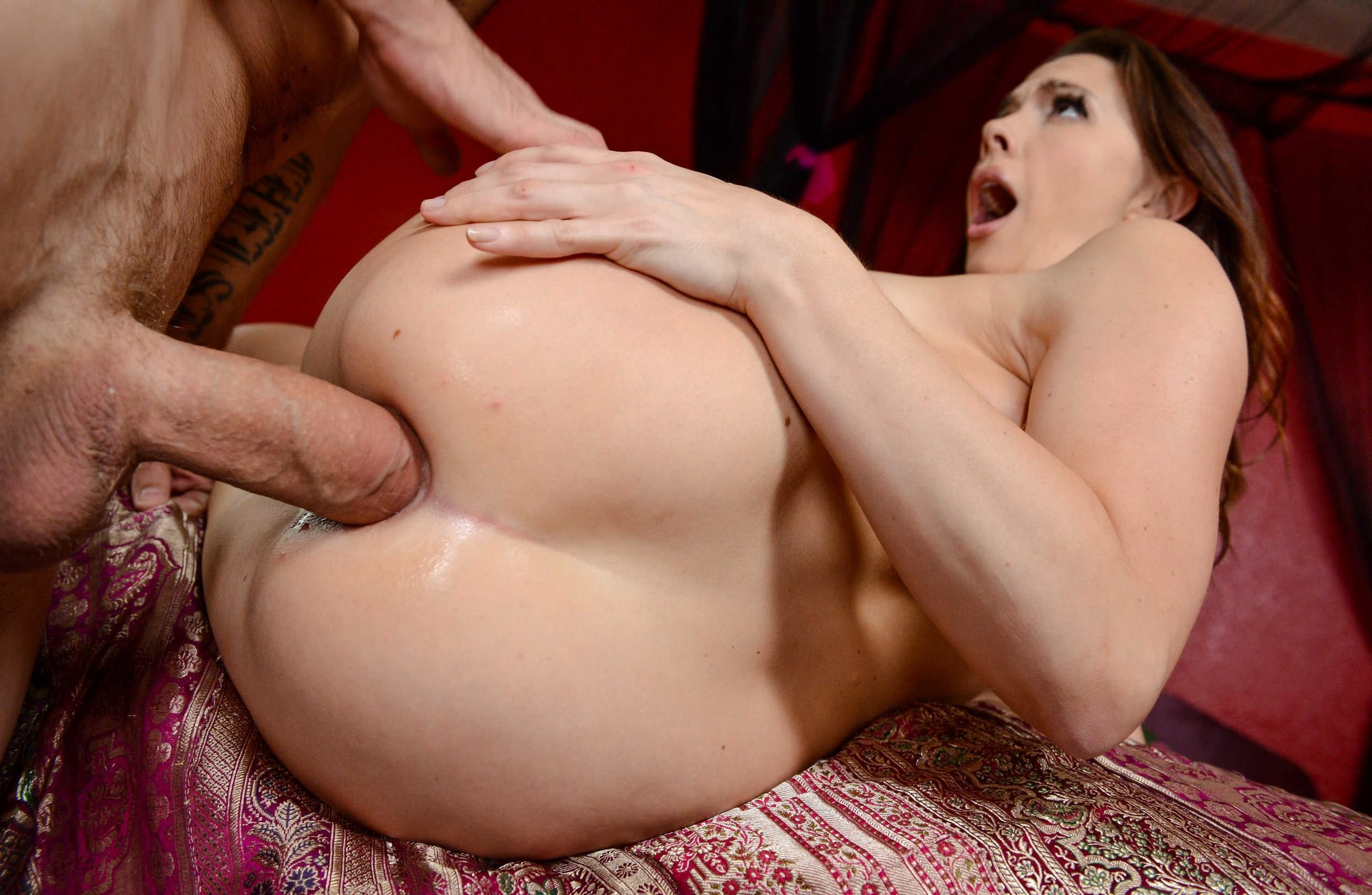 Фото Толстый член вошел в попку похотливой шлюхи, анальный секс, скачать картинку бесплатно