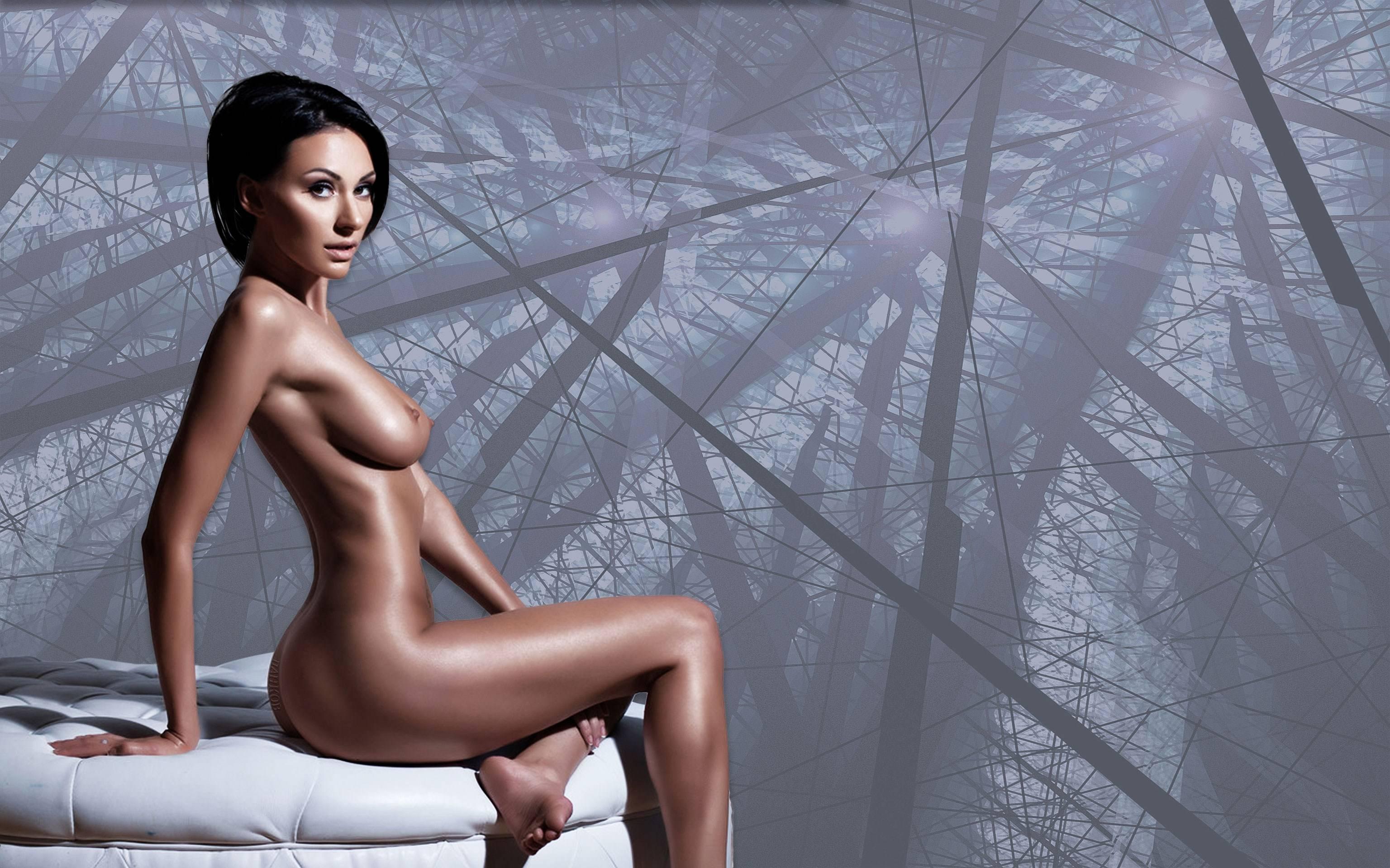 Фото Обнаженная брюнетка с короткой стрижкой, сексуальное блестящее тело, скачать картинку бесплатно