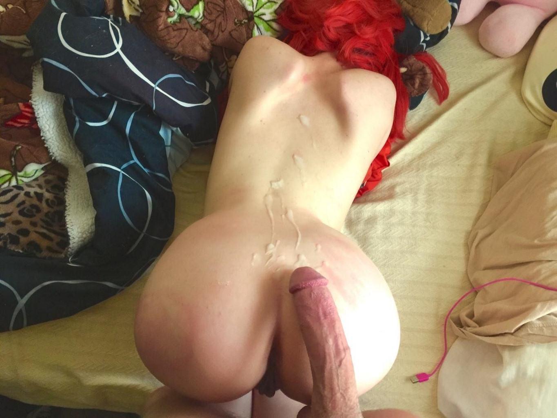 Фото Сперма на спине, член на попе, секс с рыжей бестией, красные волосы, кончил на спину, скачать картинку бесплатно