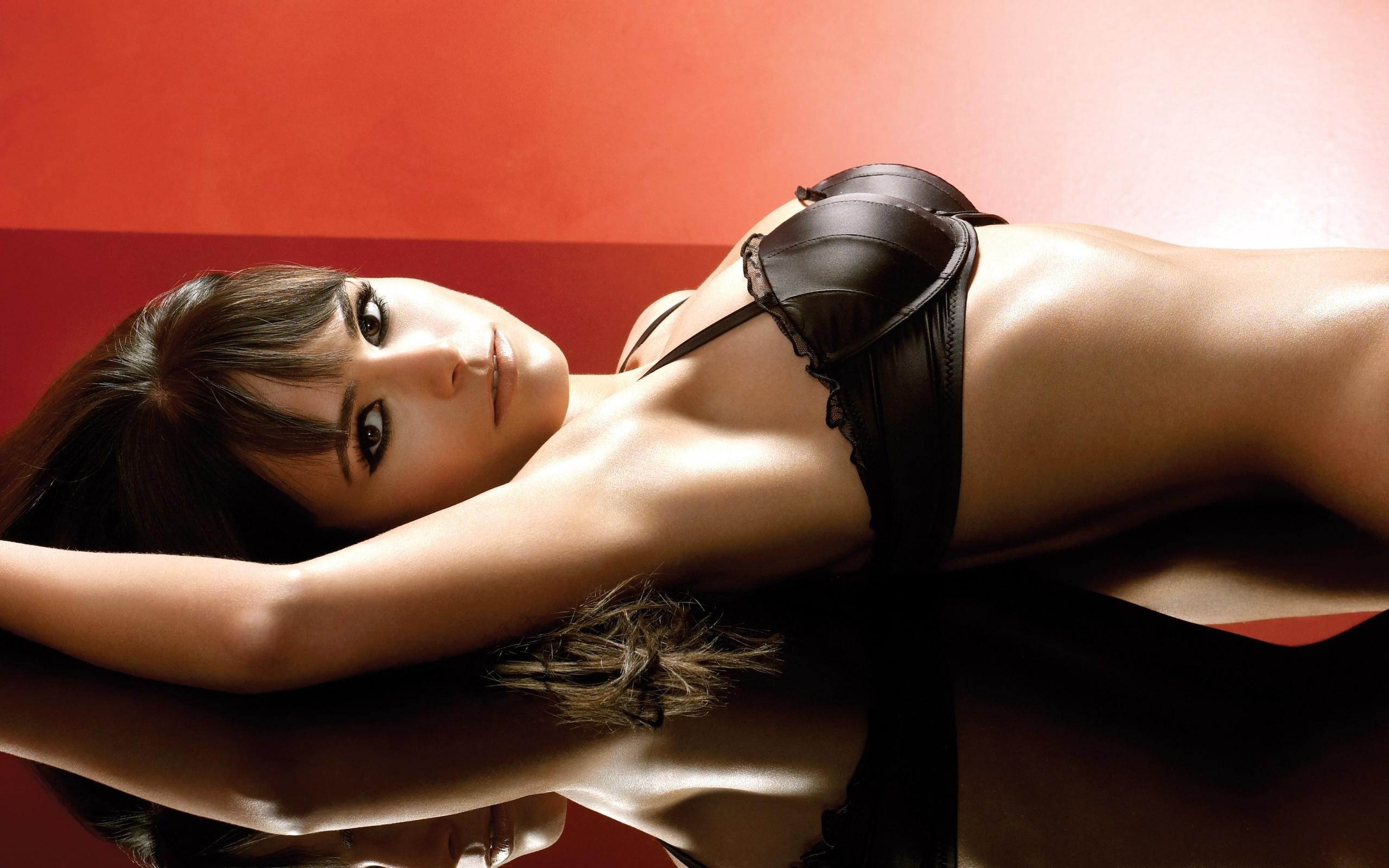 China hot sale seamless gathering cleavage girl sexy beautiful and bra set underwear