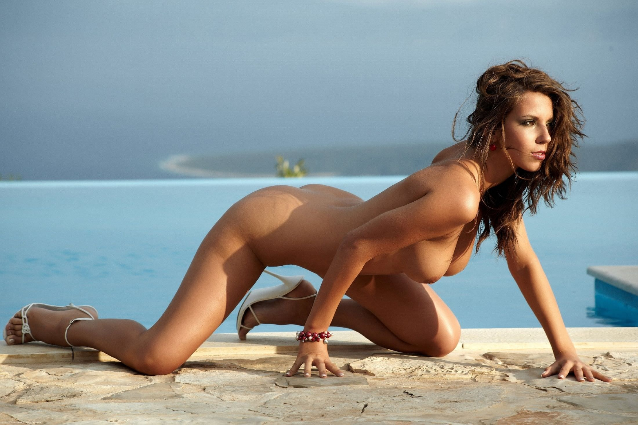 Naked Petite Girl With Brown Hair