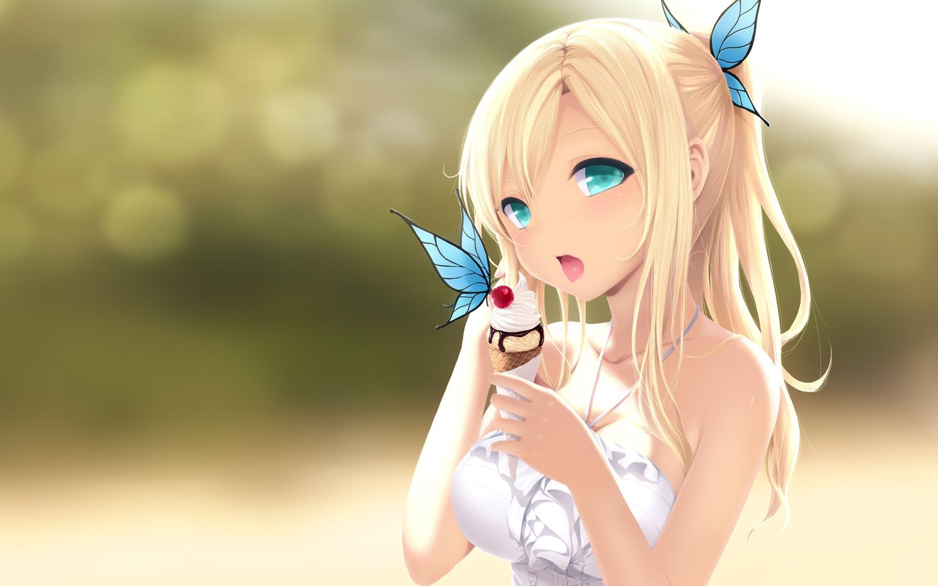 Фото Красивая голубоглазая блондинка лакомится мороженным в парке, голубые бабочки, скачать картинку бесплатно