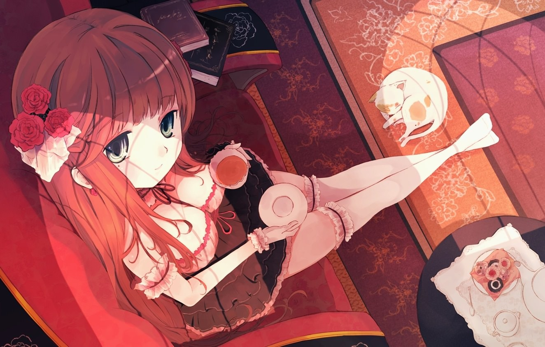 Фото Девушка в платье мило пьет чай одиноким вечером, кошка на ковре, скачать картинку бесплатно