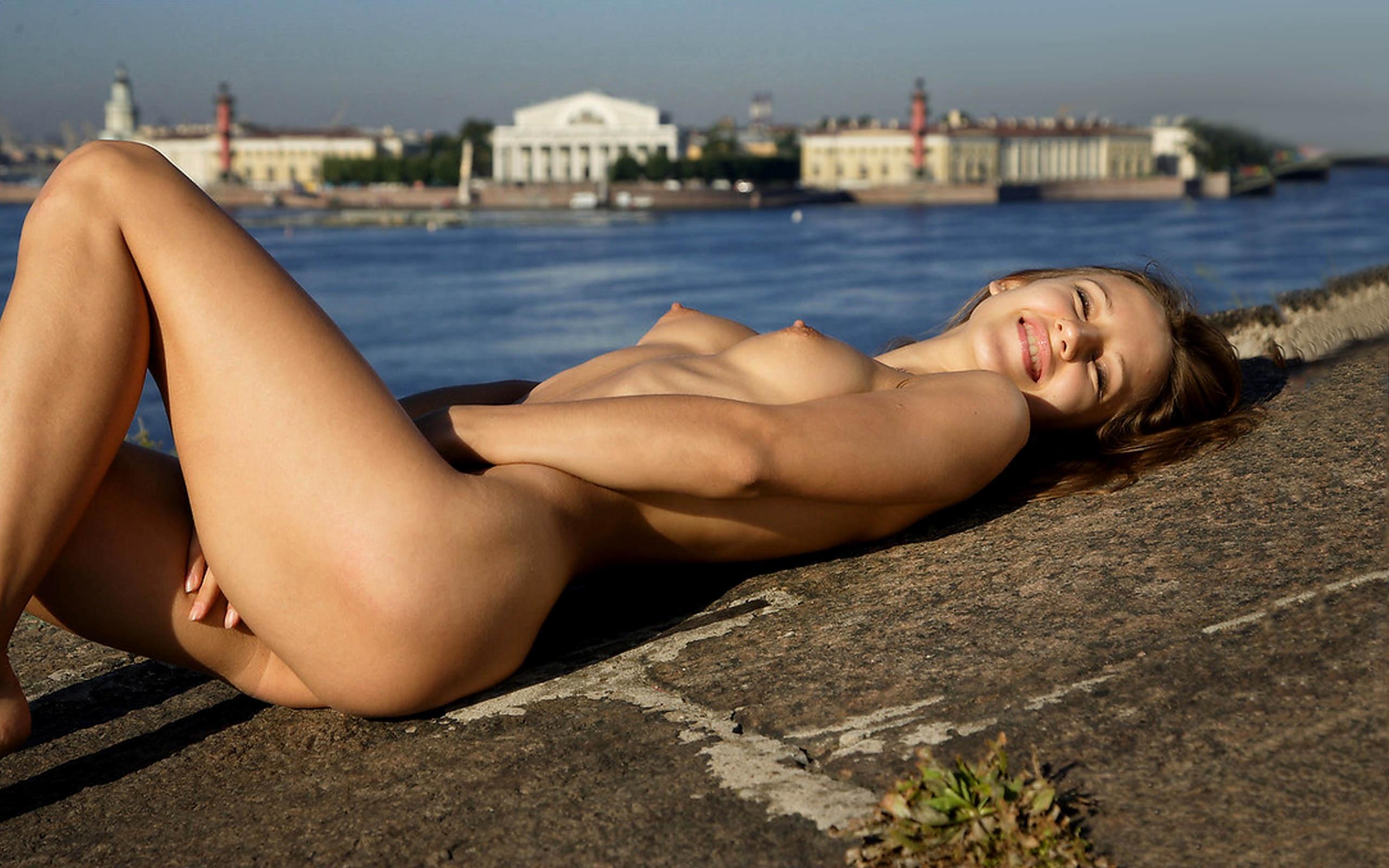 Classy blonde girl gets naked in st petersburg hotel