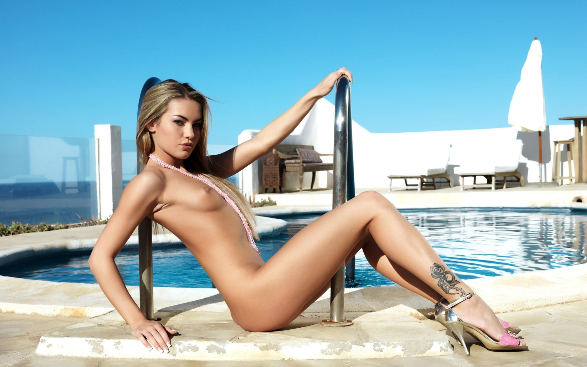 Special Nude Blonde Cameron Silver Wallpapers